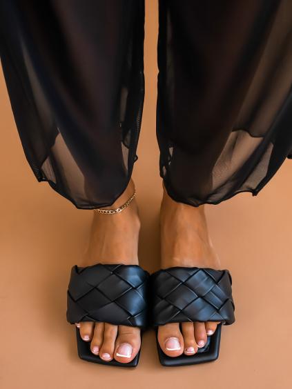 Černé proplétané pantofle AFTER