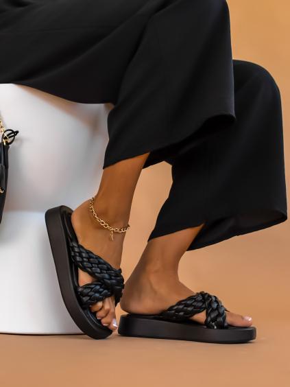 Černé pantofle STAKE se zapletenými řemínky