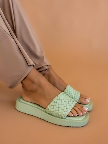 Světle zelené zapletené pantofle LIMIT