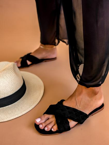 Černé prošívané pantofle VIBE