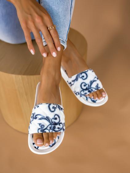 Bíločerné nízké pantofle STUCK