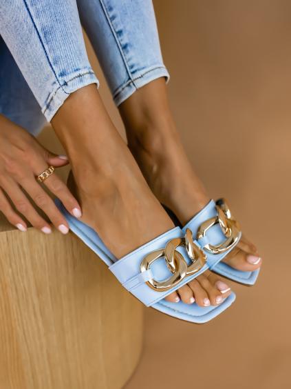 Světle modré pantofle TRIPLE s řetízkem