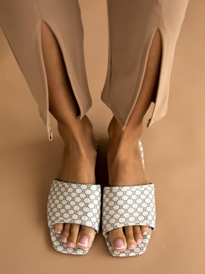 Krémové vzorované pantofle BORDER