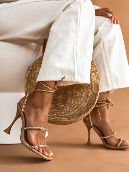 Béžové boty na podpatku IDEAL zdobené kamínky