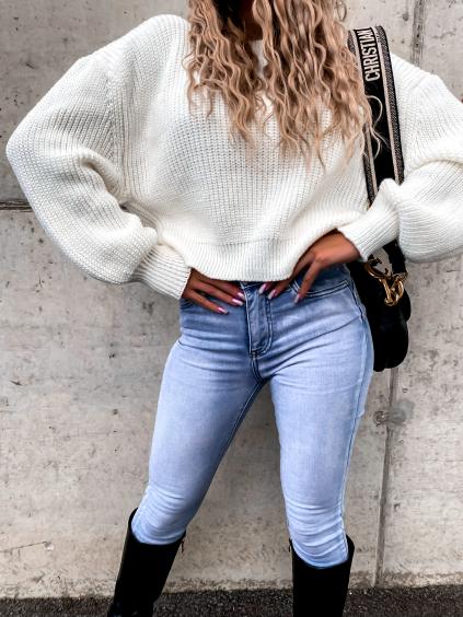 Bílý pletený svetr DEITY s volnými rukávy