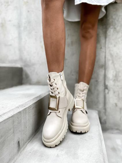 Béžové boty CONTENT se zlatou přezkou