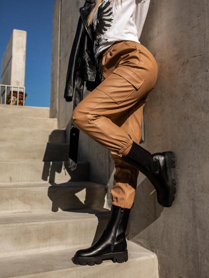Hnědé koženkové kalhoty STORY s kapsami