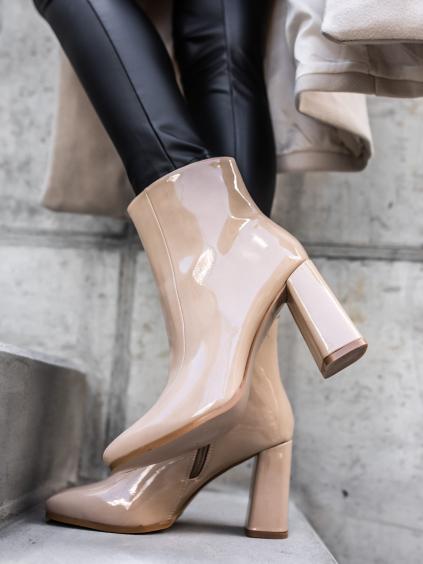Béžové lesklé boty na podpatku SWEETY