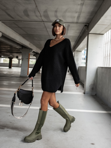 Černý pletený svetr CERTAIN s výstřihem