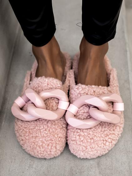 Růžové chlupaté pantofle HUGGIE se zdobením