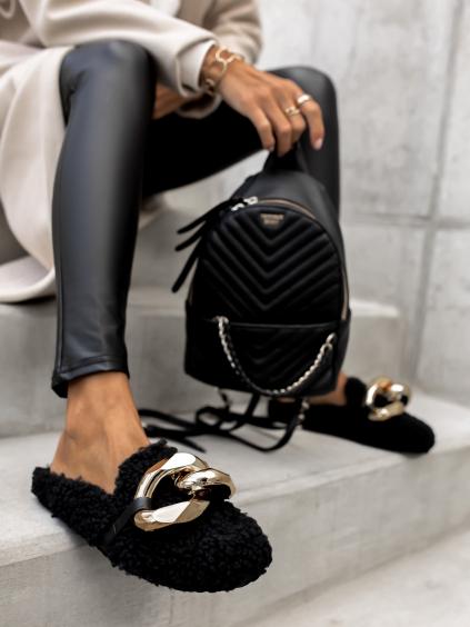 Černé chlupaté pantofle HUGGIE se zlatým zdobením