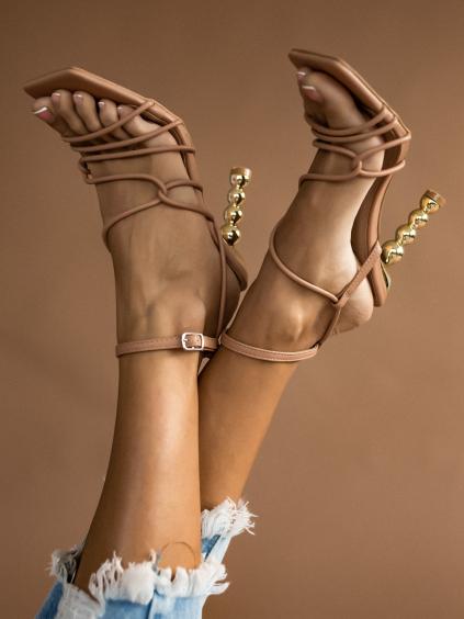 Béžové topánky na zlatom výstredným podpätku AMANDA (Velikost 41)