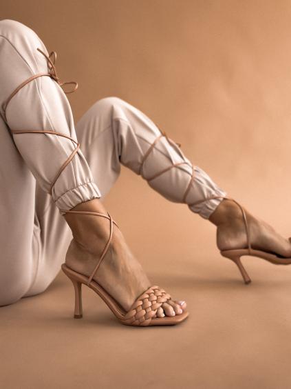 Béžové šnurovacie topánky na podpätku EDITH (Velikost 41)