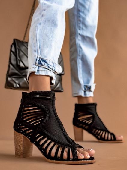 Čierne semišové topánky na podpätku OAKLEY (Velikost 41)