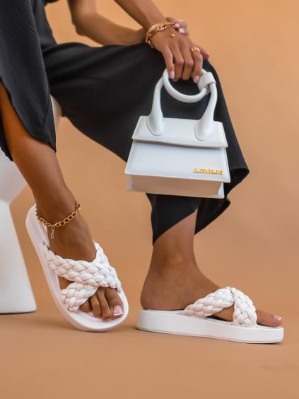 Biele papuče STAKE so zapletenými remienky (Velikost 41)