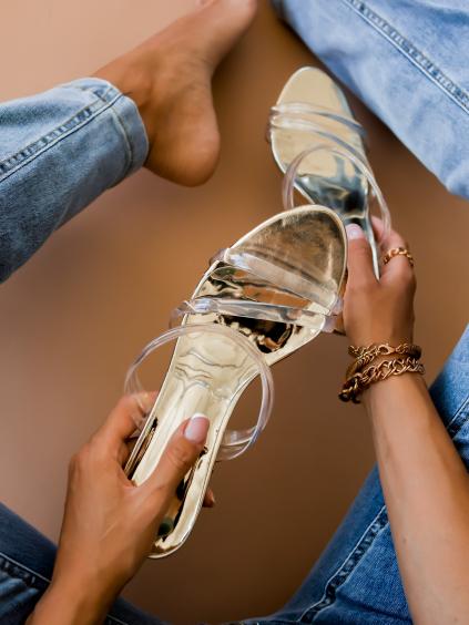 Zlaté topánky na podpätku LILIEN s transparentnými páskami (Velikost 41)