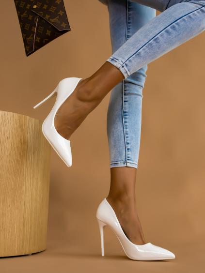 Biele lesklé topánky na podpätku BRIGHT (Velikost 40)