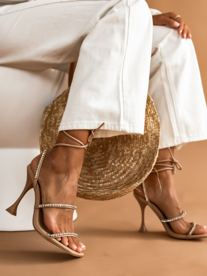 Béžové topánky na podpätku IDEAL zdobené kamienkami (Velikost 41)
