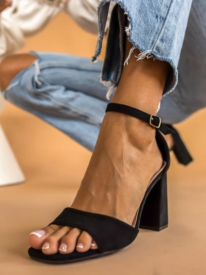 Čierne remienkové topánky na podpätku AMPLE (Velikost 41)