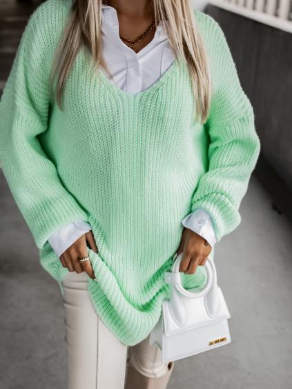 38388 mentolovy pleteny svetr certain s vystrihem