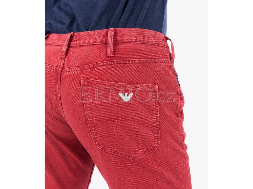 Luxusní Červené džínové kalhoty Armani Jeans v e-shopu   Ermio Fashion 2e9dec6124