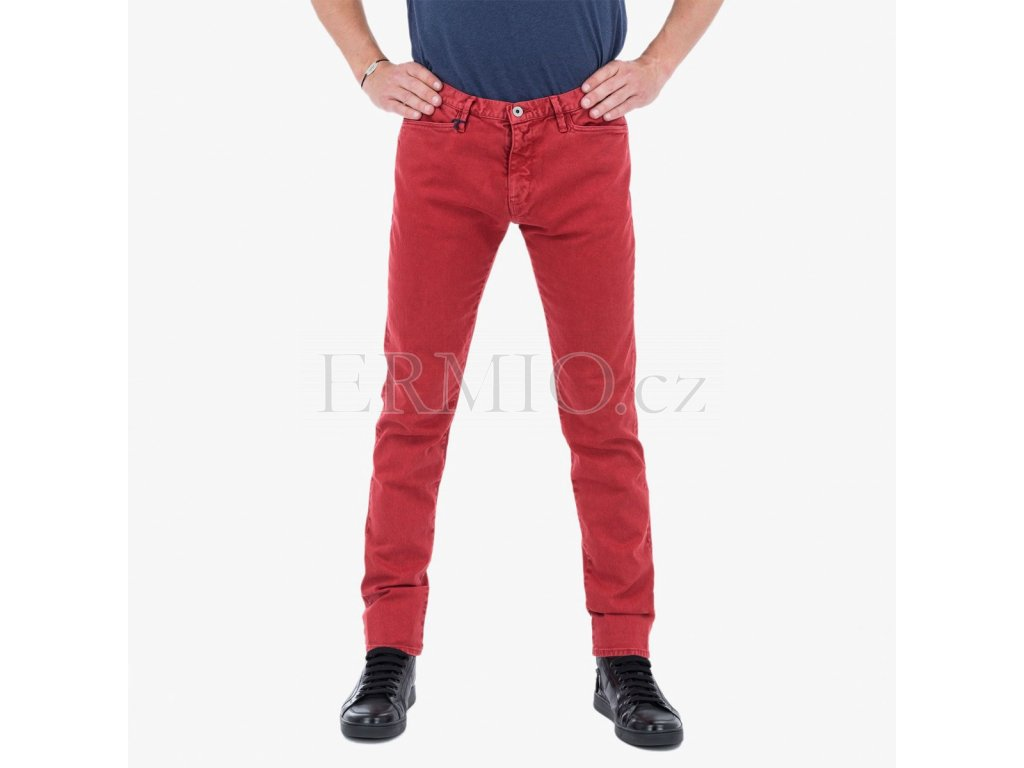 06b626b9f18c Luxusní Červené džínové kalhoty Armani Jeans v e-shopu   Ermio Fashion