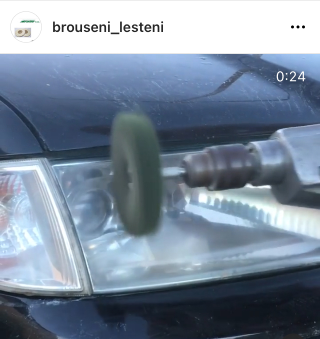 Leštění plastových světlometů vozidel