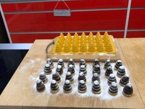 Silikonová pečící forma na 28 včelích úlů