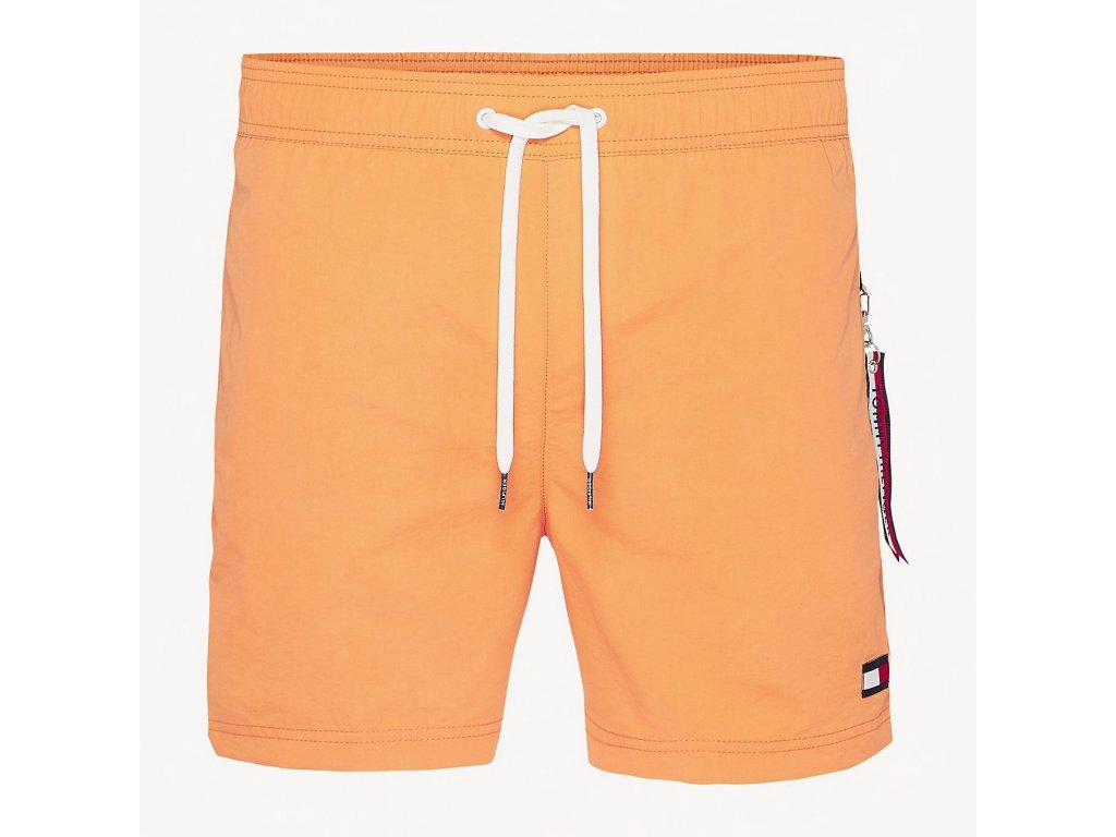 Tommy Hilfiger pánské plavky slim fit - střední délka nohavic - Oranžové (UM0UM01080_617 melon - medium DRAWSTRING SLIM FIT SWIM SHORTS)
