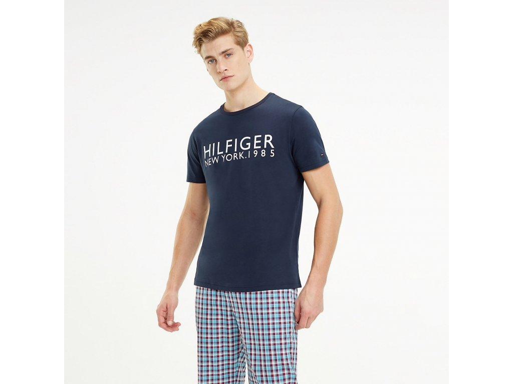 TH Pánské tričko z odlehčené bavlny - modré limitovaná kolekce UM0UM01172_416 (1985 LOGO T-SHIRT TOMMY HILFIGER TH)