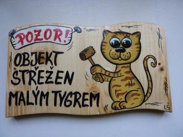 Dřevěná cedule - OBJEKT STŘEŽEN MALÝM TYGREM