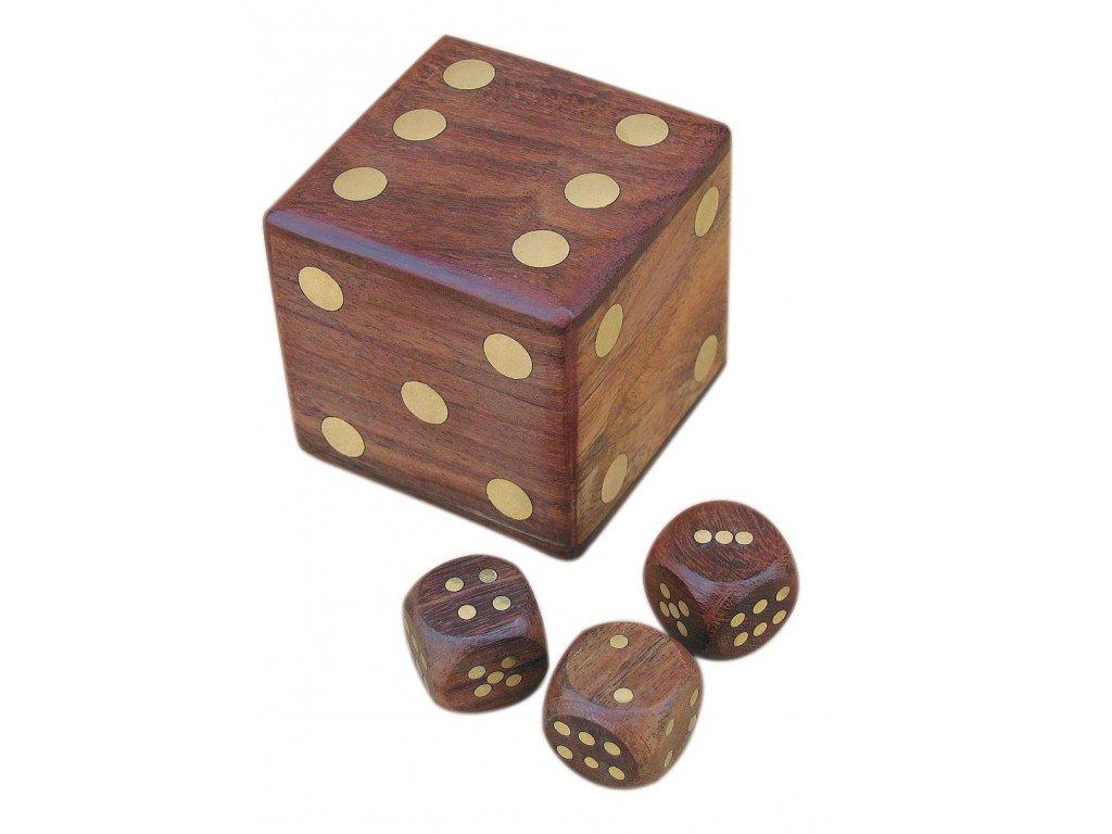 Hrací kostky dřevěné v dřevěné truhle 6 x 6 x 6 cm