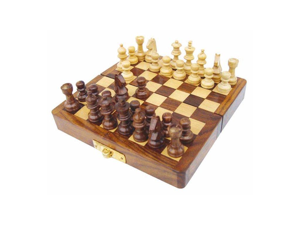 Šachy magnetické v dřevěné truhle