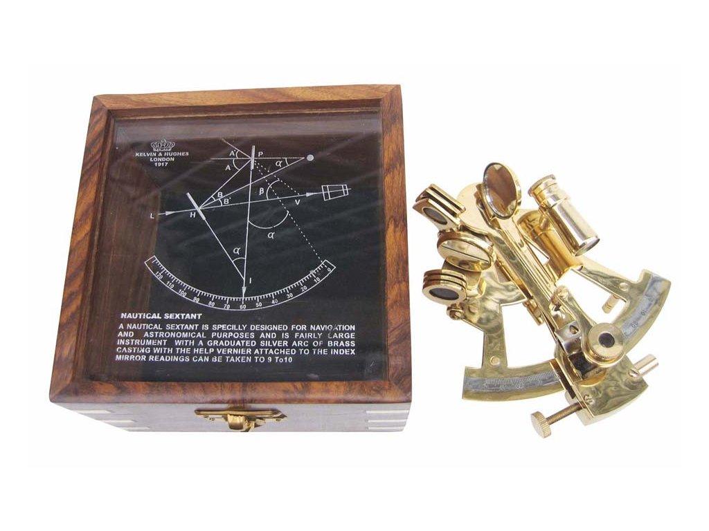 Sextant mosazný v dřevěném boxu