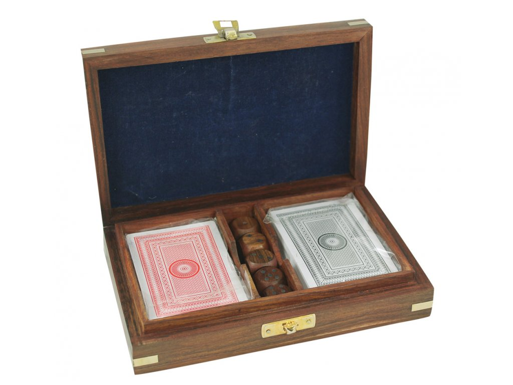Karty a kostky v dřevěném boxu