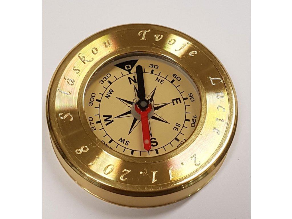 Kovový kompas v barvě žlutého kovu