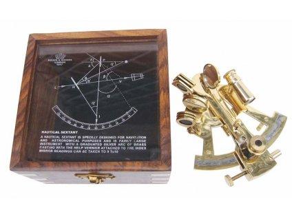Sextant mosazný v dřevěném boxu 9198