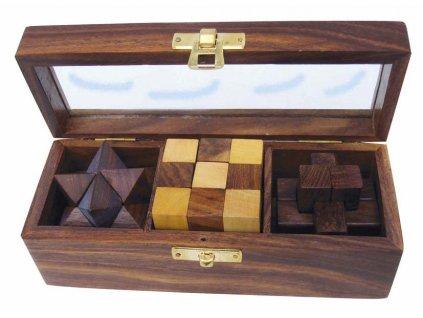 Hlavolamy v průhledném dřevěném boxu