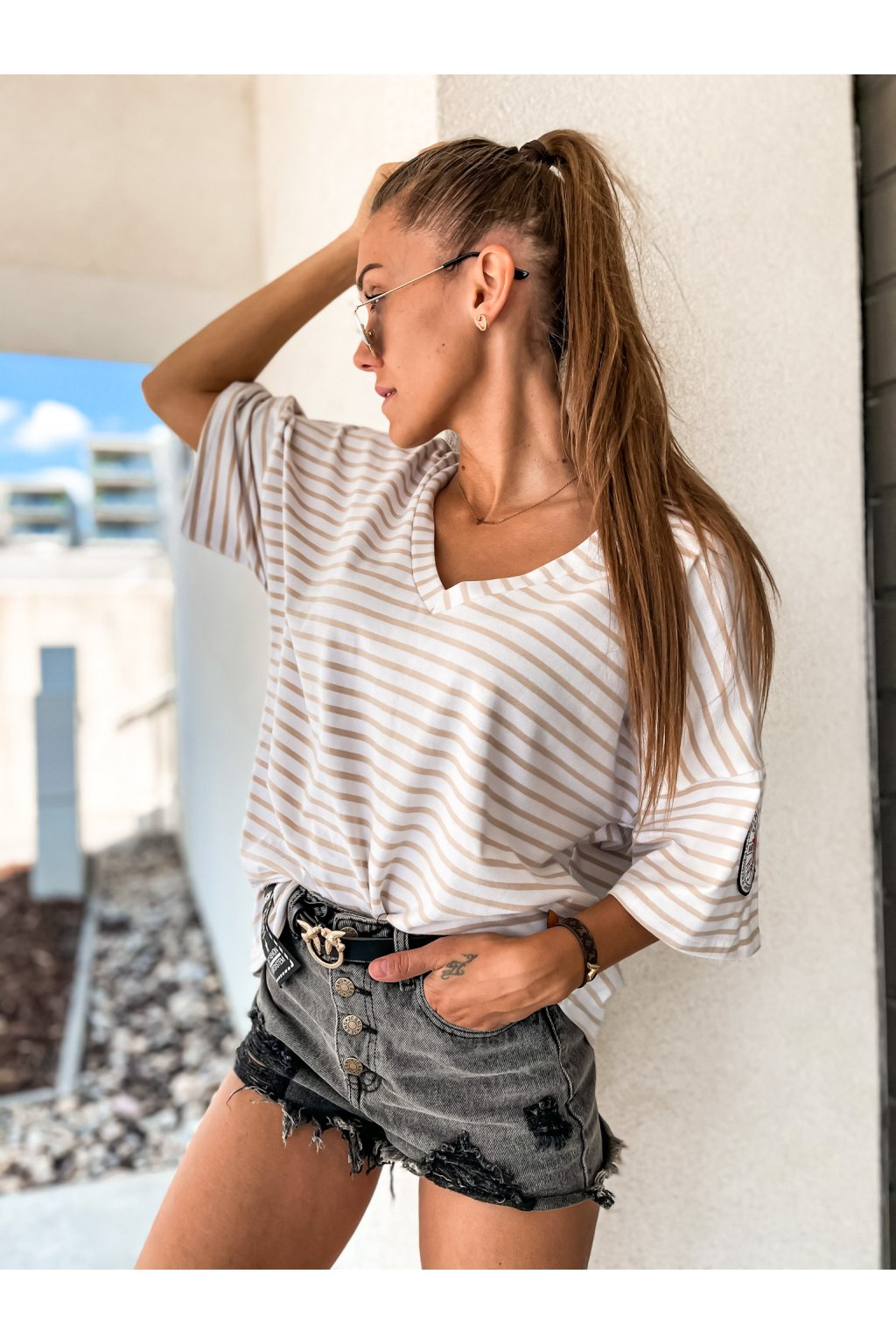 damske oversize tricko v neck best stripe beige eshopat cz 1