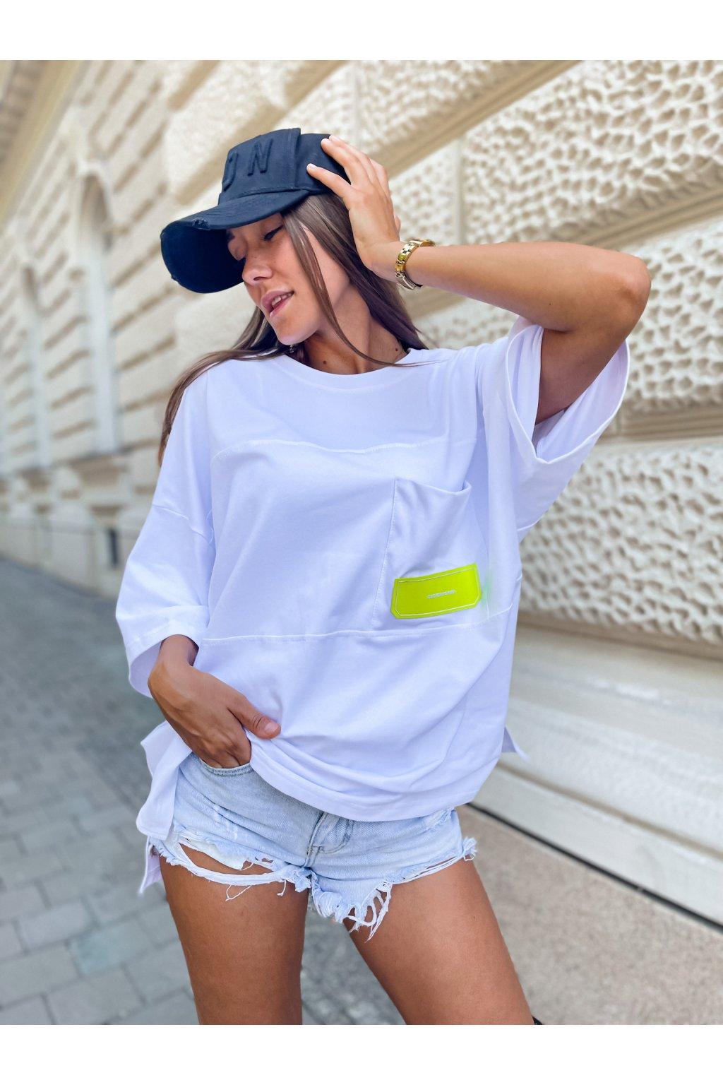 damske oversize tricko s kapsou design white neon eshopat cz 1