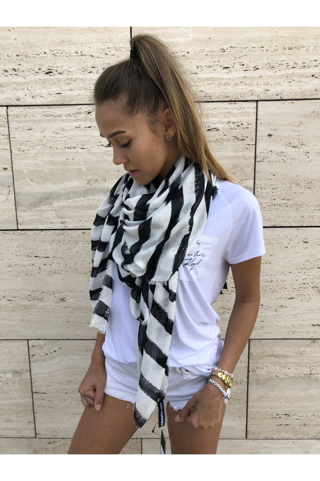 satek karl lagerfeld brush stroke striped scarf black eshopat cz 1