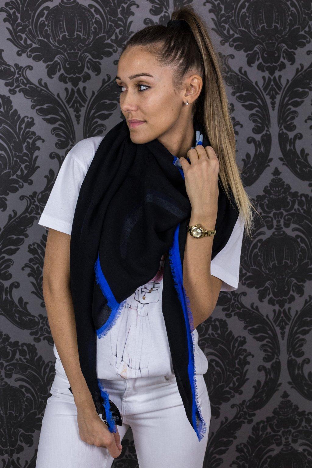 damsky satek karl lagerfeld signature scarf black eshopat cz 4
