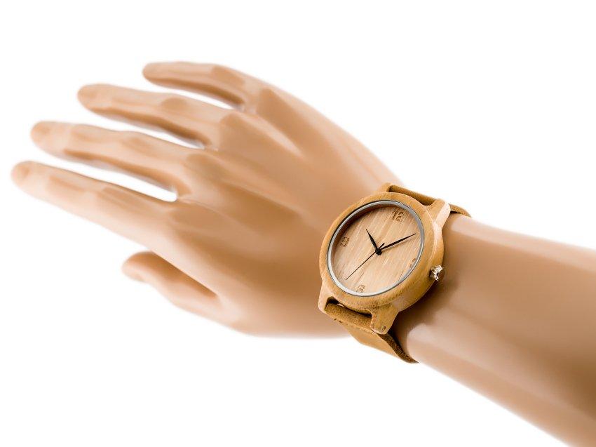 drevene-hodinky-SY-WD252-na-ruce