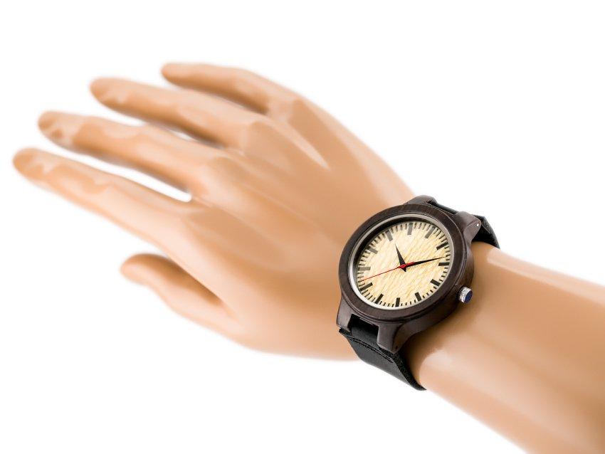 drevene-hodinky-zx038a-na-ruce