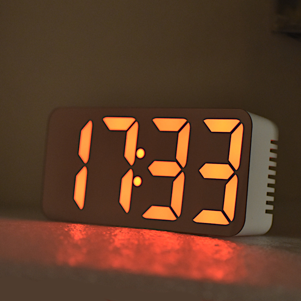 led-digitalni-hodiny-budik-zrcadlo-jako-hodiny-ve-tme