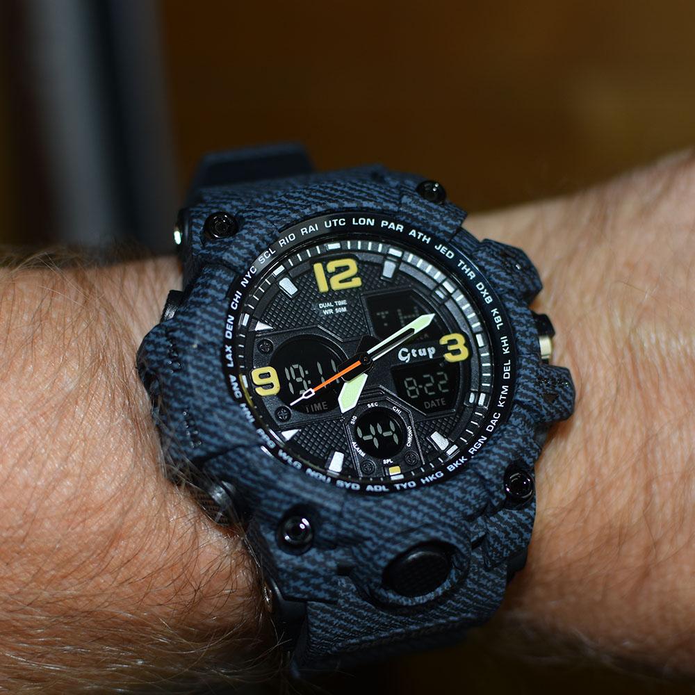 panske-sportovni-odolne-hodinky-g-shock-gtup-1050-na-ruce