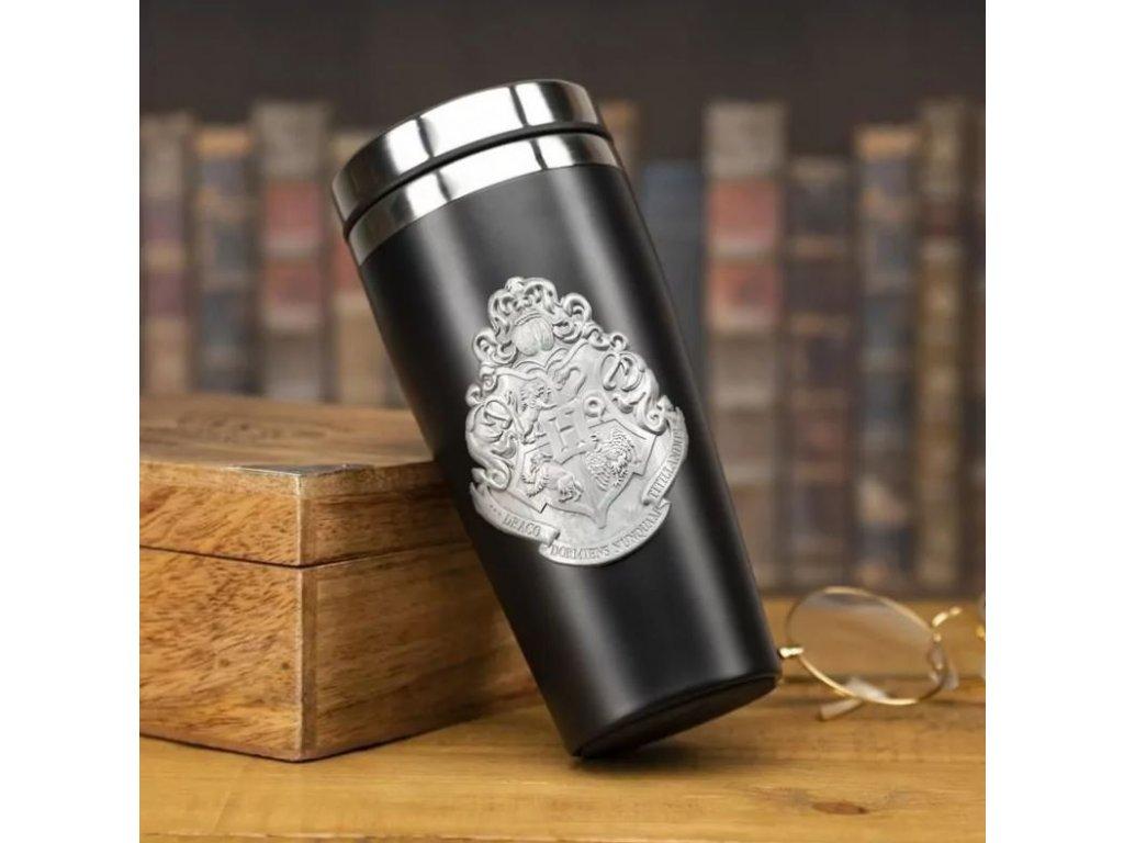 Nerezový cestovní hrnek Harry Potter s kovovým erbem: Hogwarts - Bradavice (objem 450 ml)