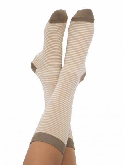 Proužkaté ponožky z biobavlny - hnědá/přírodní