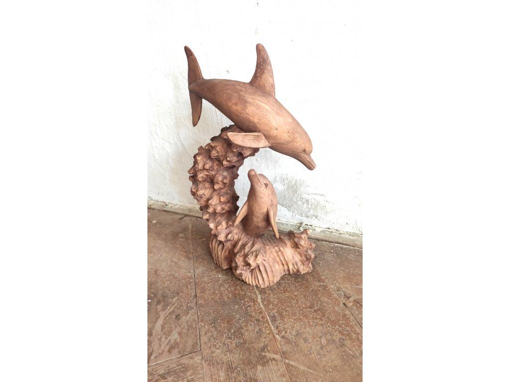 Dřevěná socha delfíní matky