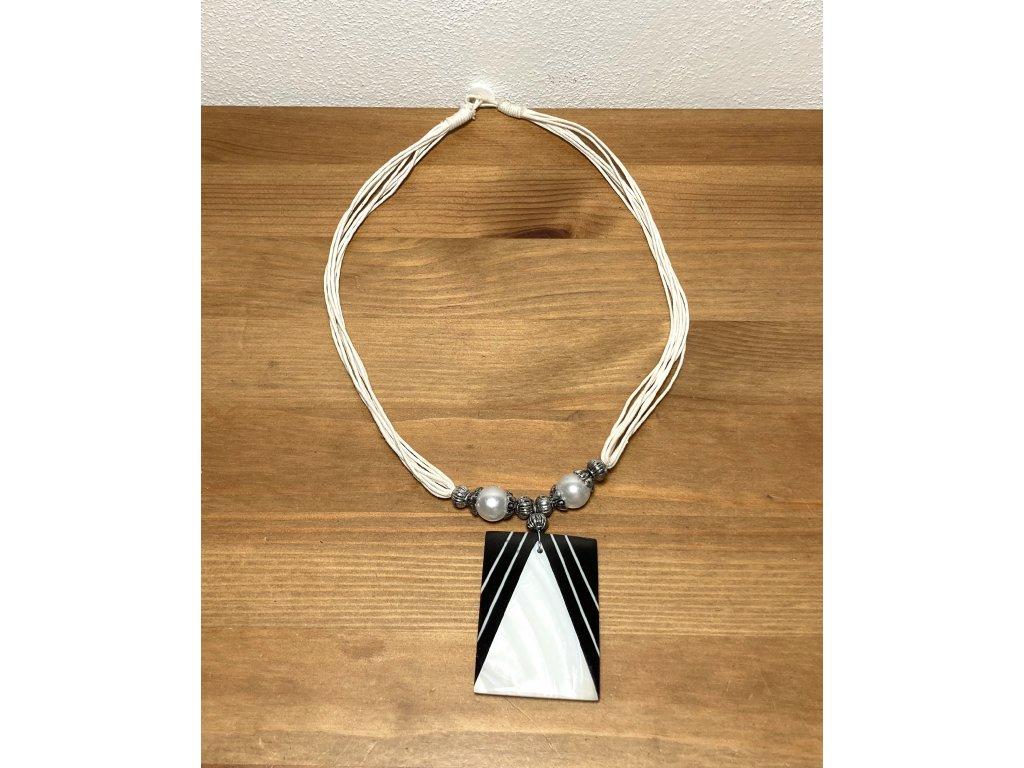 bílá perleť : černá perleť : přírodní perleť